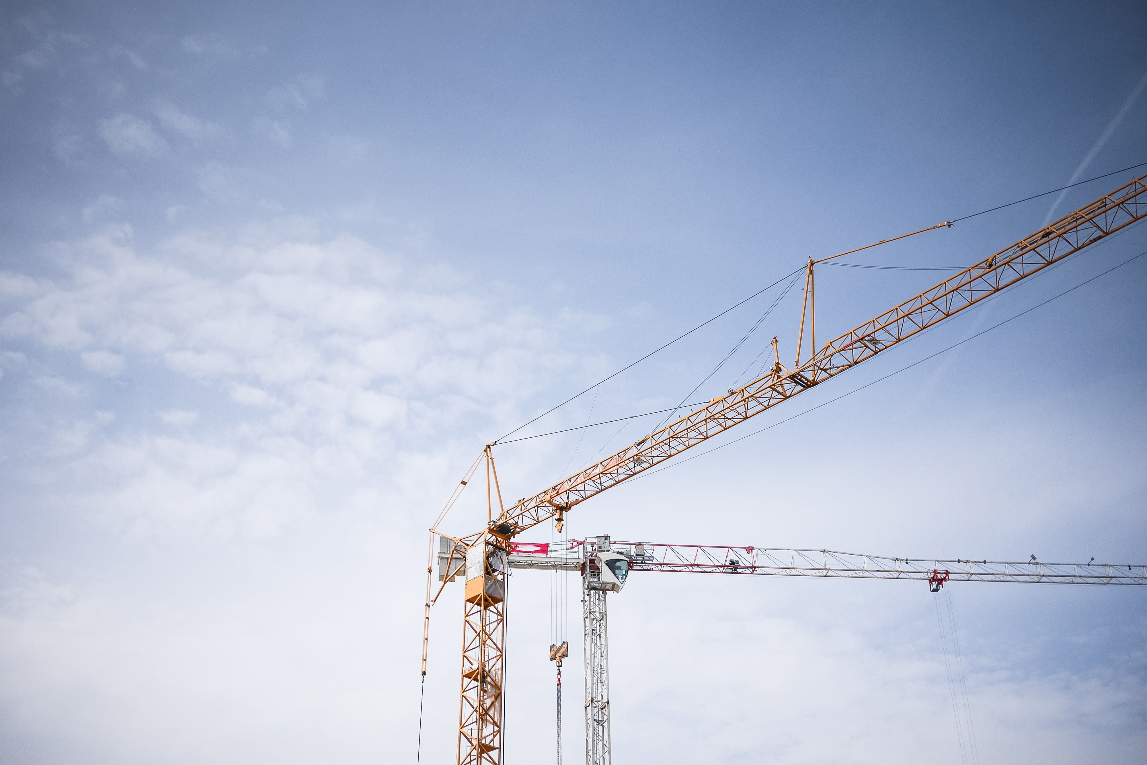 big-lifting-cranes-at-construction-site-picjumbo-com-min